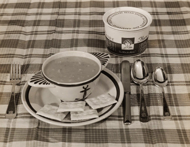 """A promotional image of Horn & Hardart's soup, circa 1940s. Via the <a href=""""http://digitalcollections.nypl.org/collections/robert-f-byrnes-collection-of-automat-memorabilia#/?tab=navigation"""">New York Public Library</a>."""