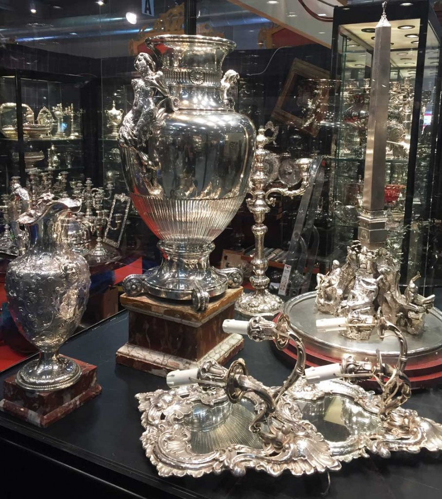 Many booths at Mercanteinfiera featured stunning silver objects.