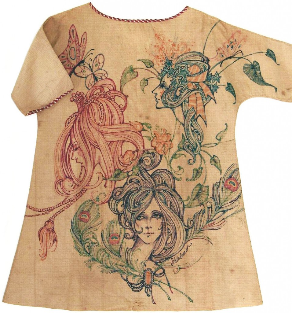 "A Mars of Asheville dress that was customized with original drawings. Image courtesy Jonathan Walford and the <a href=""http://www.fashionhistorymuseum.com/"" target=""_blank"">Fashion History Museum</a>, Cambridge, Ontario. (click to enlarge)"