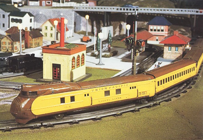 Lionel's M-10000 locomotive, pulling its articulated cars and Streamline Moderne look, was a hit for the company in the mid-1930s.