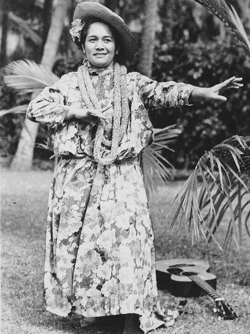 Famous comic-hula dancer Hilo Hattie is pictured in 1941. She eventually opened her own Made-in-Hawaii kitschy souvenir company. (Via WikiCommons)