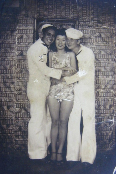 "During World War II, U.S. Navy men would pay to pose with ""hula girls"" in Honolulu arcades."