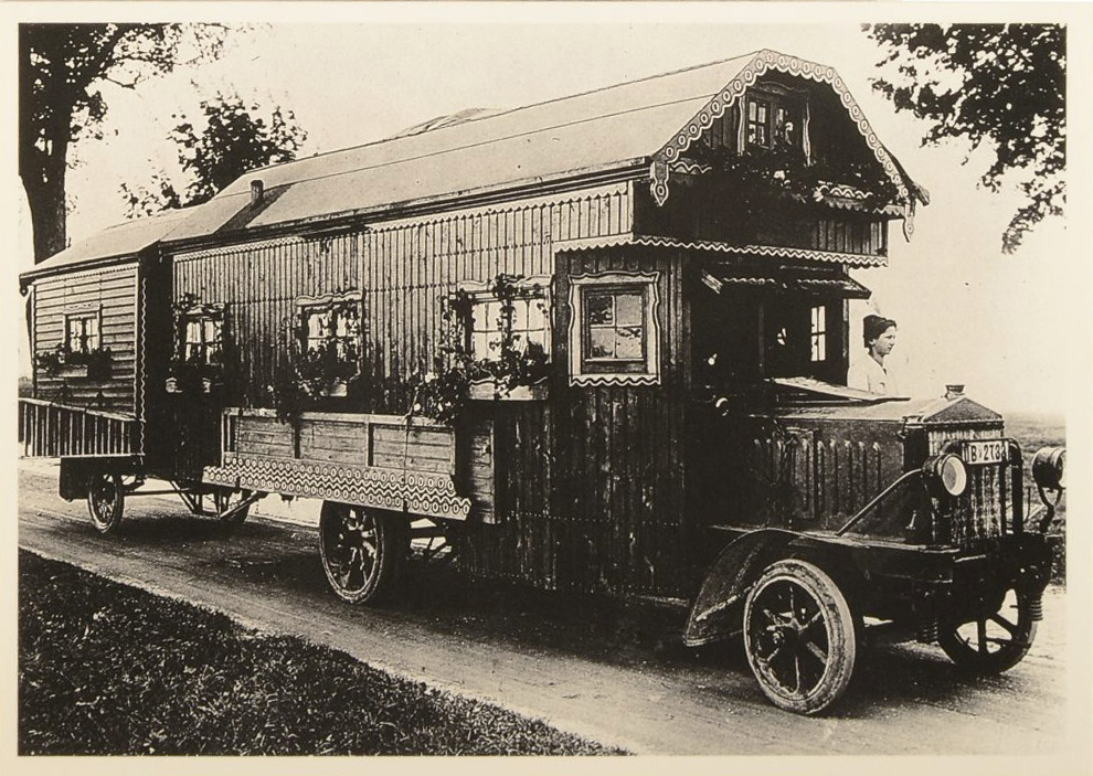 This 1922 mobile home was hand-built on a truck chassis. (From Don't Call Them Trailer Trash, courtesy of Schiffer Publishing)