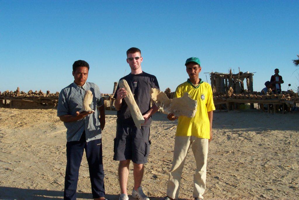 Brandon Alinger and his Tunisian guides hold fragments of a Tatooine krayt dragon skeleton, found in La Grande Dune outside Nefta in 2001. (Via Prop Store blog)
